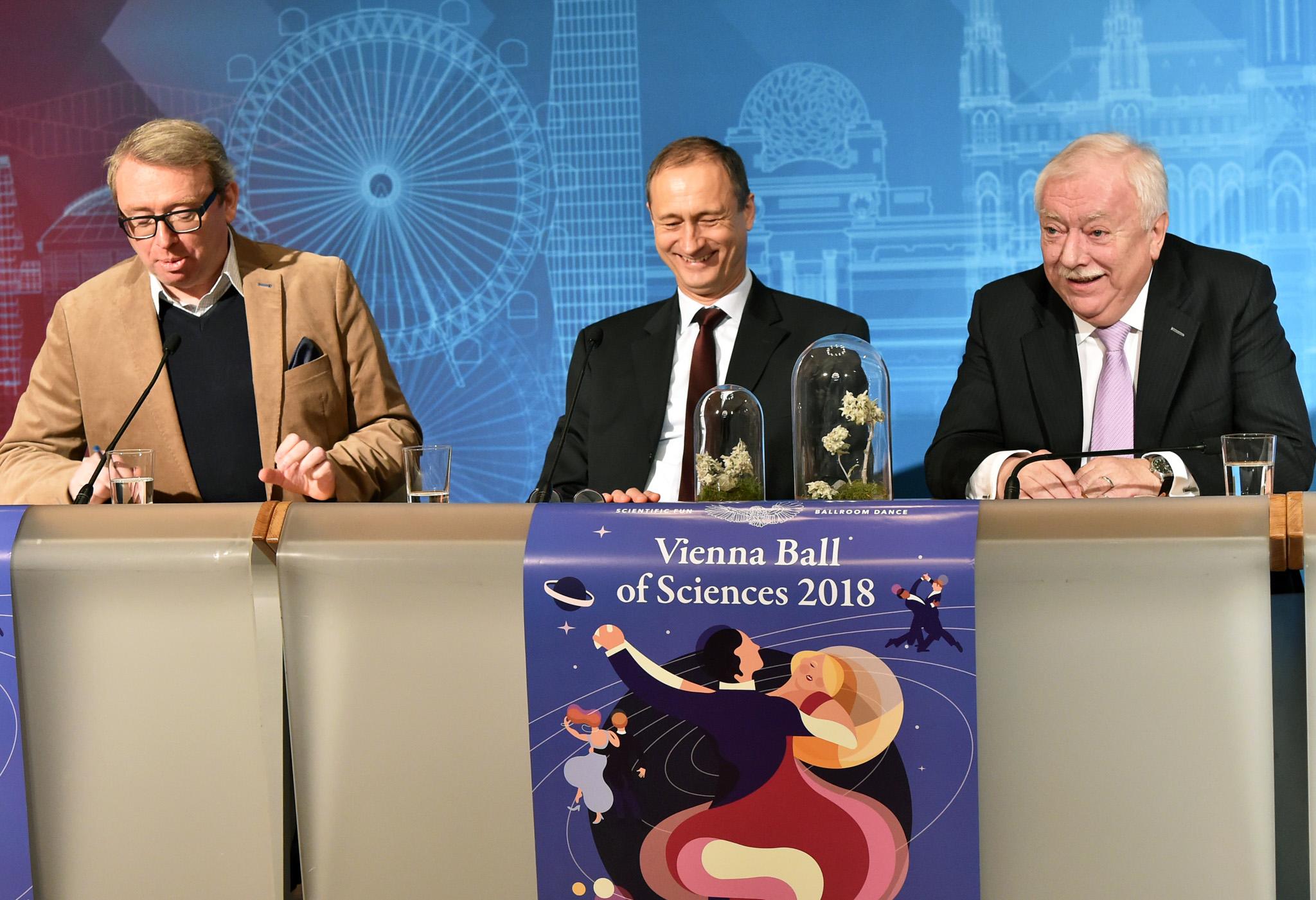 """Mediengespräch des Bürgermeisters zum Thema """"Wiener Ball der Wissenschaften"""" mit Stadtrat Andreas Mailath-Pokorny und Ballorganisator Oliver Lehmann (Rathaus, Steinsaal I)"""