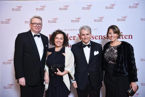 Gabriella Chiappini, Michael G. Plummer, Susannah Tillson (alle JHU Bologna)