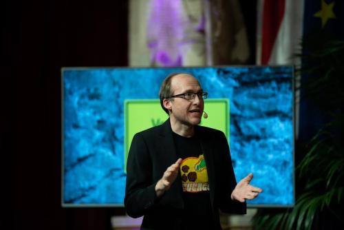 Auch Astronom Florian Freistetter erklärt Puntigam das Universum