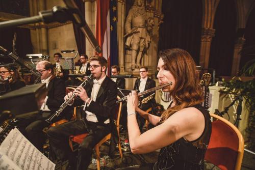 Ballorchester Divertimento Viennese im Festsaal / R. Ferrigato